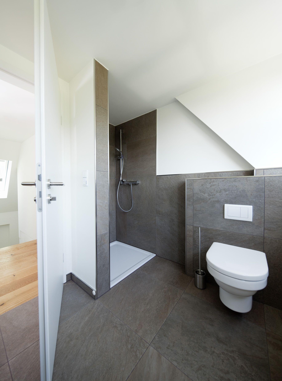 helles Badezimmer in Steinoptik, anthrazit, Dusche