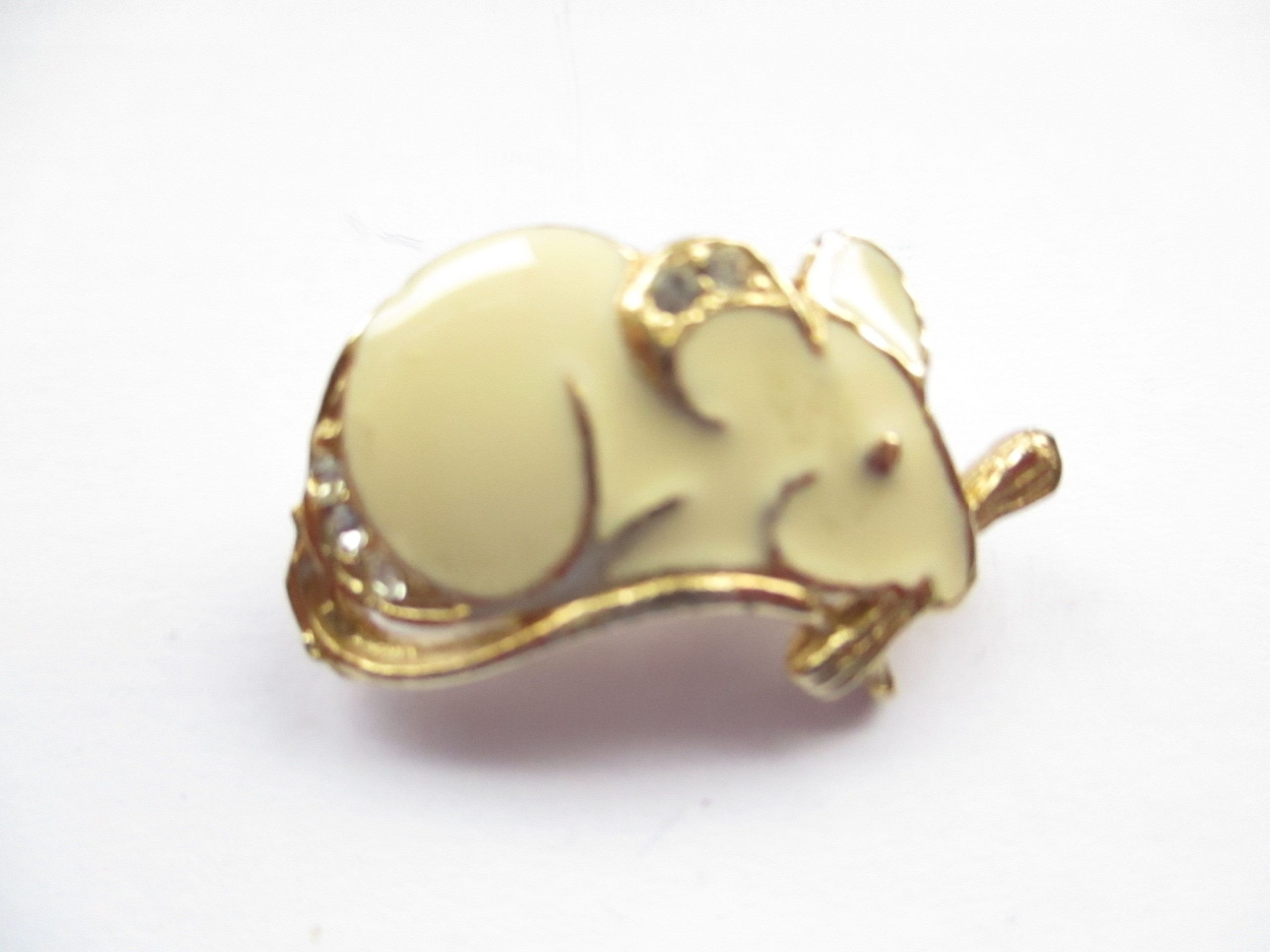 Vintage Gold Tone Mouse Pin or Brooch