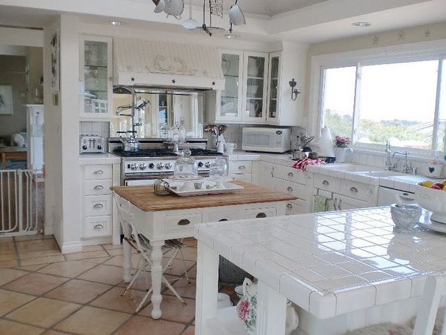 White Kitchen Love The Stove And Mirror Behind It Country Cottage Kitchen Home Decor Kitchen Kitchen Inspirations