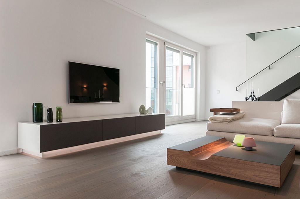 Edles TV Sideboard mit Flachbildschirm im Wohnzimmer