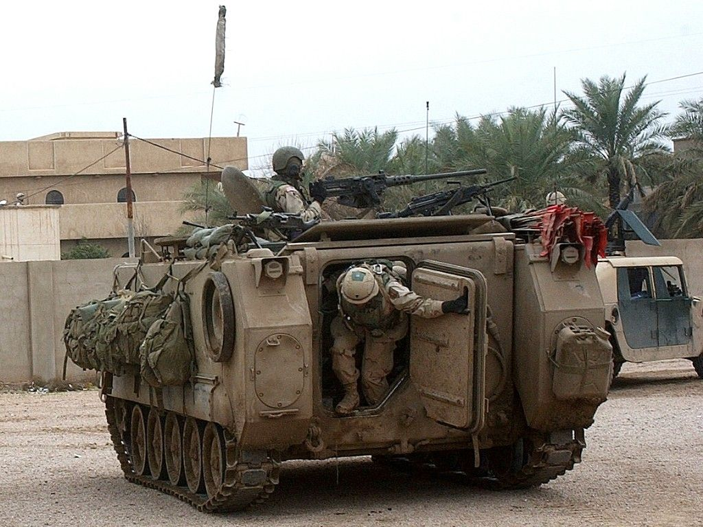 Resultado de imagen para us m113a2 armored personnel carrier (desert version)