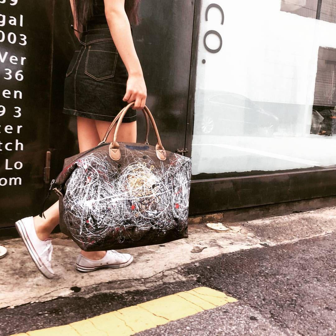 316labco:  spot us around at #청담 or #성수동  #316labco #thebaggi #leather #bag #fashion #painting #actionpaint #goods #instafashion #denim #가죽 #데님 #가방 #seoul #instagood #instadaily CONTACT. mhslab316@gmail.com  For any inquiries, leave us an email or DM! 구매문의는 이메일이나 메세지로 보내주세요!(Seoul, South Korea에서)