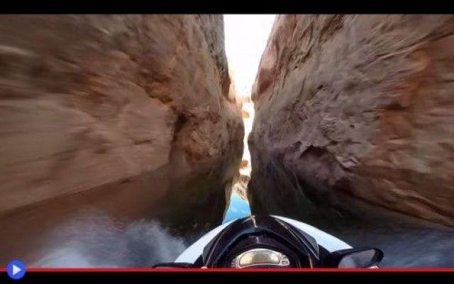 Un rombo di tuono tra gli umidi canyon dell'Arizona #statiuniti #viaggi #motori #canyon