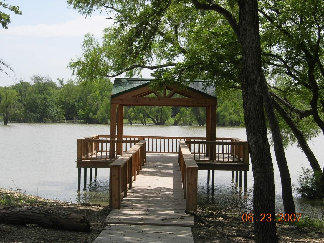 Gotta have the pond with a good boat dock for the for Pond pier plans