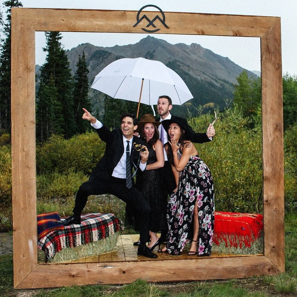 Super Creative Idea To Build A Life Size Photo Frame Expectbetterphotography Photo Photo Booth Amazing Photography