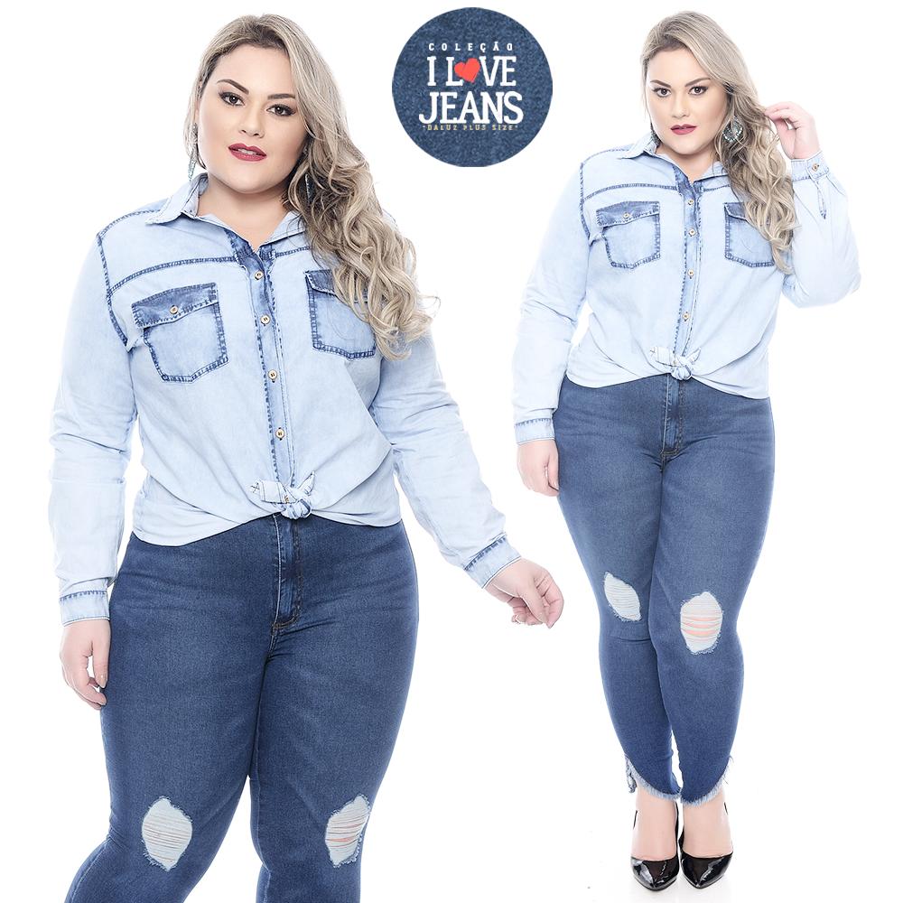 7f64386565eb16 Camisa Jeans Plus Size Cristy. Camisa confeccionada em algodão, gola ...