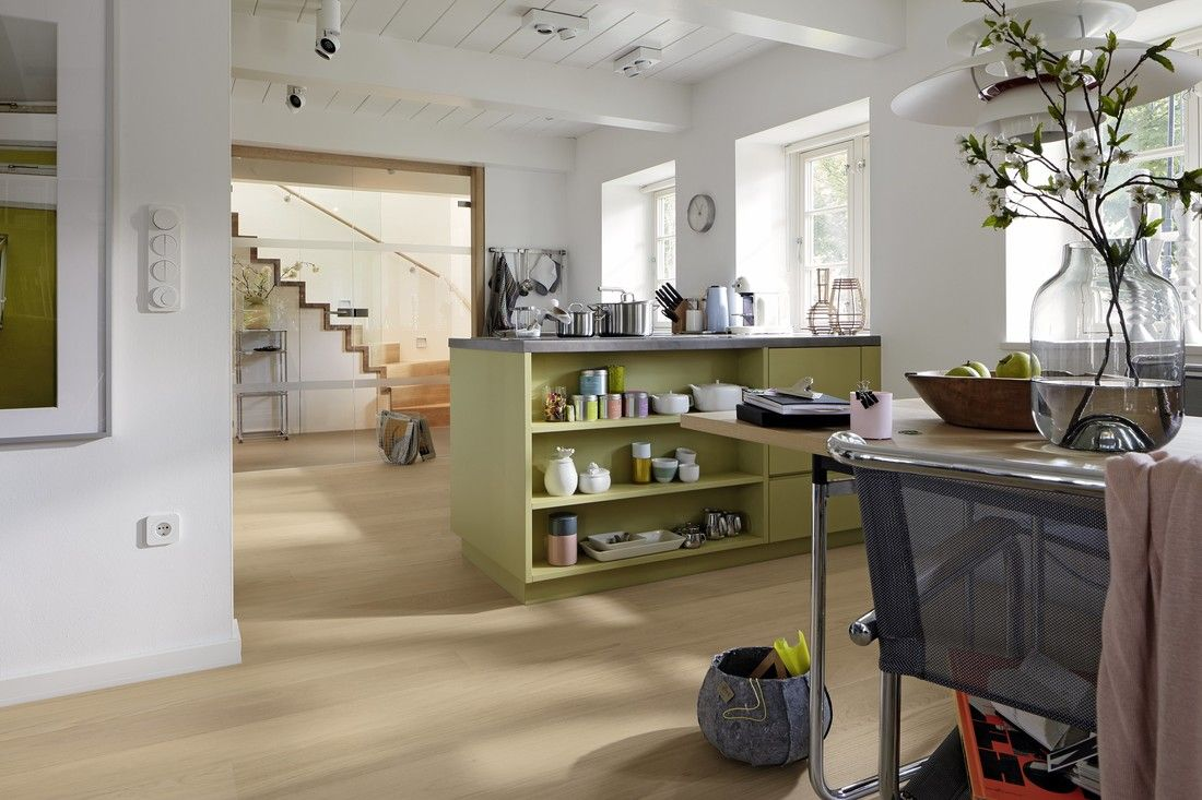Longlife-Parkett Cottage | PD 400 | Eiche harmonisch pure | 8540 – Modern Style: Farblich? Alles erlaubt! Solange es geschmackvoll bleibt und der klaren Linienführung nicht im Weg steht.