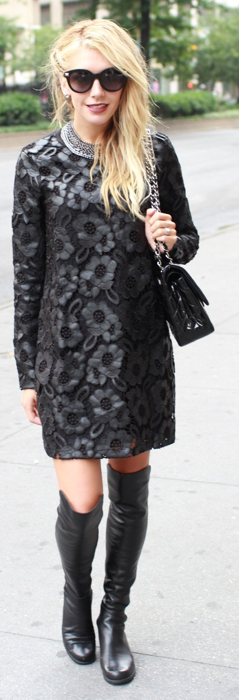 girls-black-dress-coats-carmella-bing-desnuda-sexy