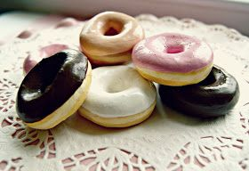 Everyday is a Holiday: How to Make: faux mini doughnuts