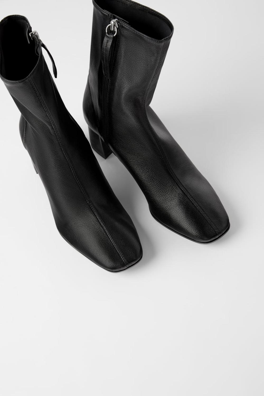 Skorzane Botki Na Plaskiej Podeszwie W Stylu Motocyklowym Bestsellery Kobieta Zara Polska Boots Black Ankle Boots Womens Ankle Boots