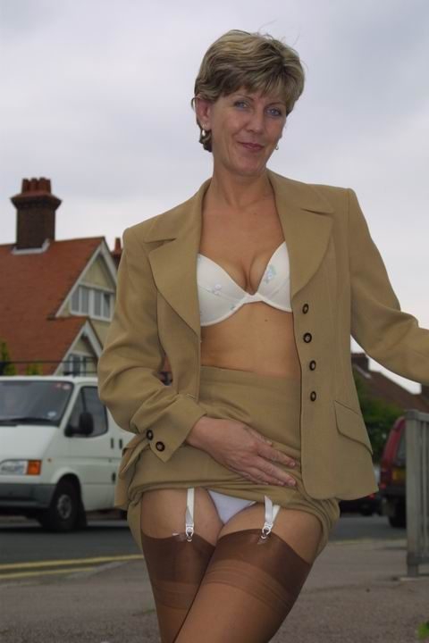 Sara british mature