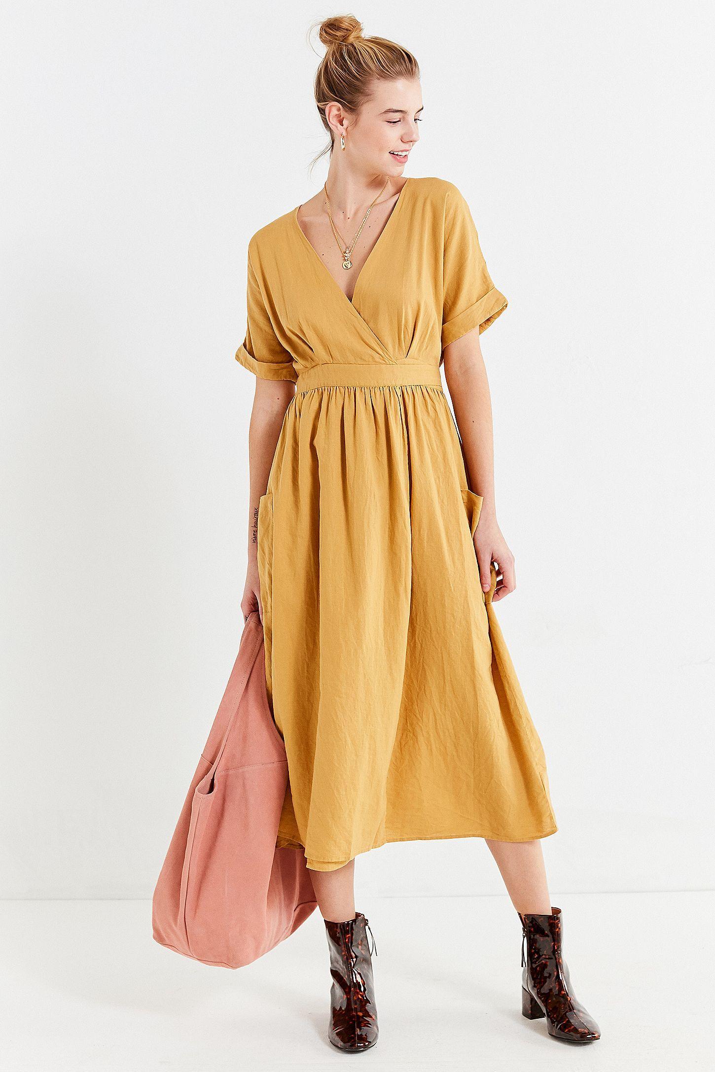 05c5bb1ba60e4 Slide View: 6: UO Gabrielle Gold Linen Midi Wrap Dress | My style ...