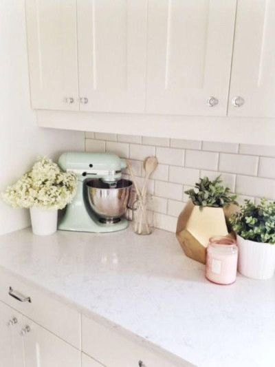 i love the mix of white and pastels - Shaker Apartment Decor