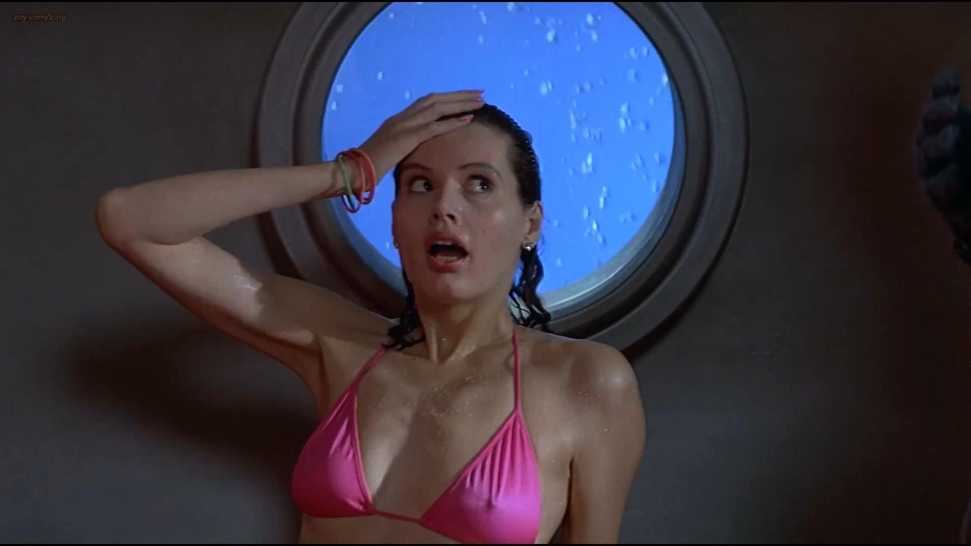 Geena Davis hot and funny in bikini – Earth Girls Are Easy