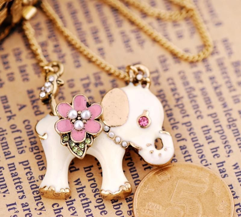Elephant Necklace by Betsey Johnson :)