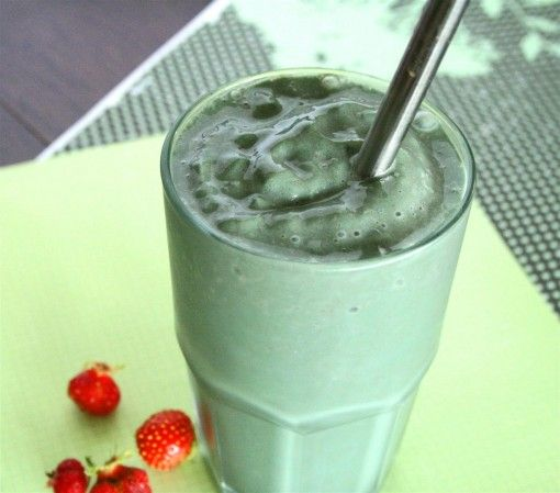 Image result for spirulina and berry smoothie metal straw