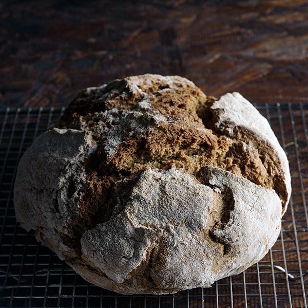 Irish Stout Soda Bread, only 4 Main ingredients, no kneading, no profing time!!! In less than an hour you have delicious rústic bread!