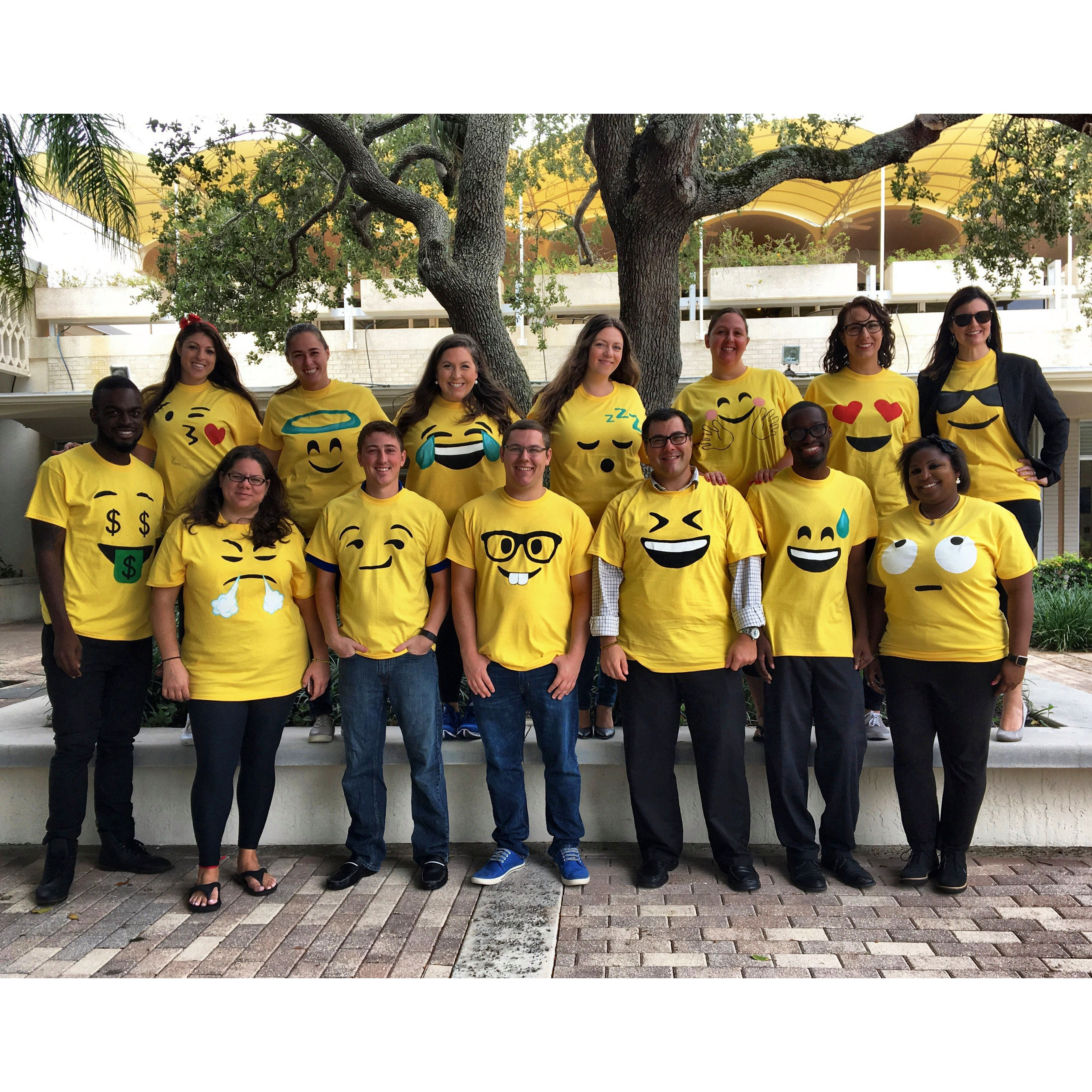 Easy Emoji Shirts For A Great Staff Costume Yellow From Hobby Lobby And Acrylic Pint The Emojis Halloween DIY Groupcostume