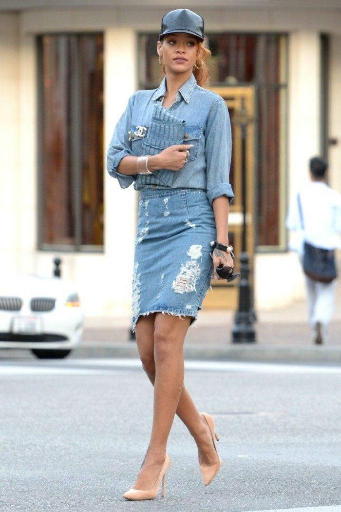 d26aa551c76 comment porter une chemise en jean rihanna tenue en denim chaussures a  talons