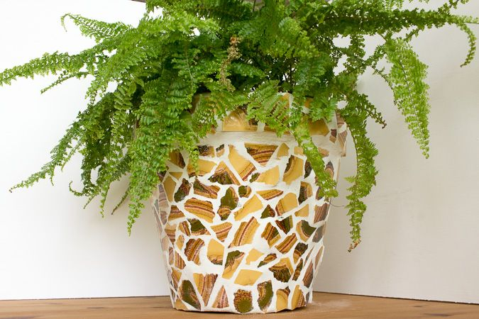 Upcycling blumentopf mit mosaik aus alten fliesen mh diy for Blumentopf selbst gestalten