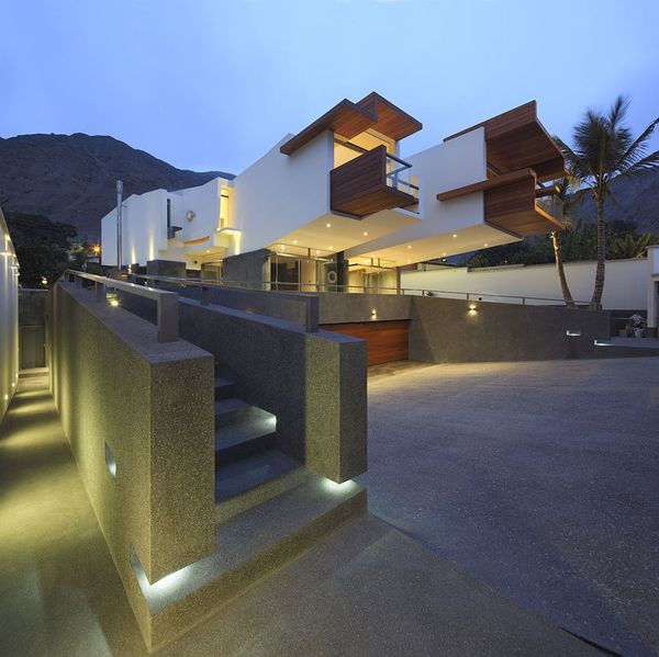 Creatively Cool Dual Cantilevered House In Peru: Majestic Dwelling In Peru: A House Forever