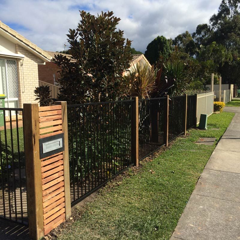 Hardwood Timber Posts Black Flat Top Aluminium Jpg 800 800 Pixels Front Yard Fence Design Aluminum Fence