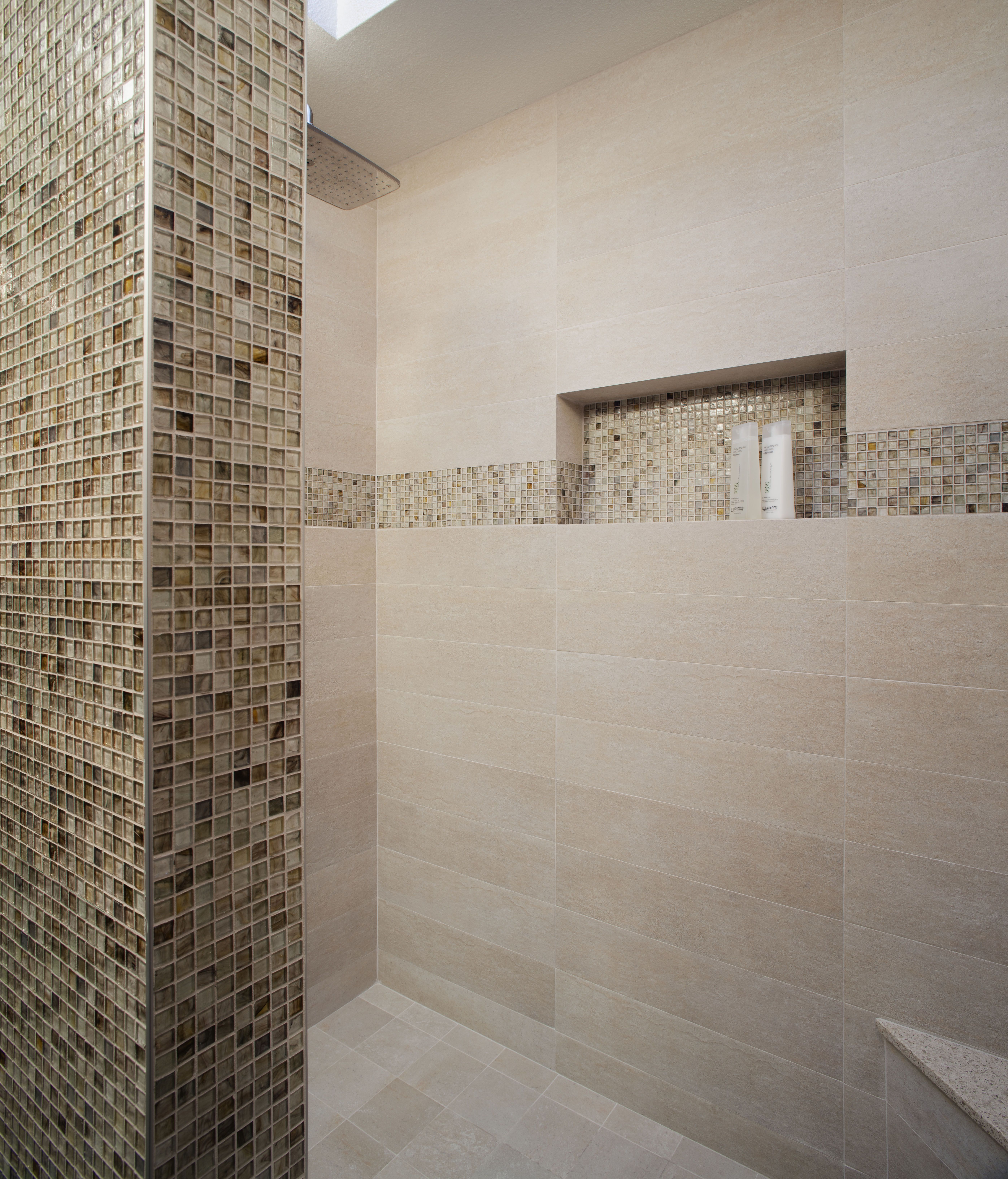 Great tiled shower niche bathrooms pinterest shower for Bathroom ceramic tiles design