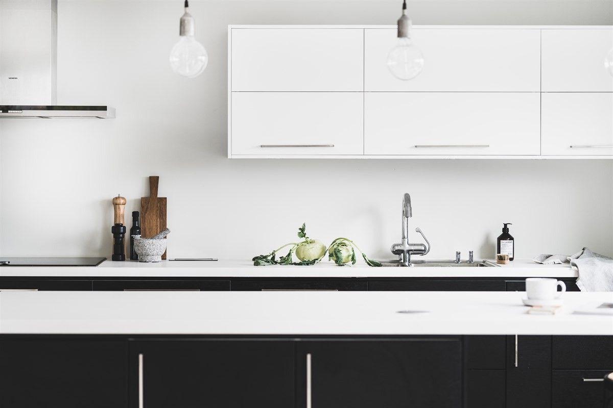 Inredning spis med häll : Kök med släta köksluckor i härlig ostronbeige färg | Ballingslöv ...