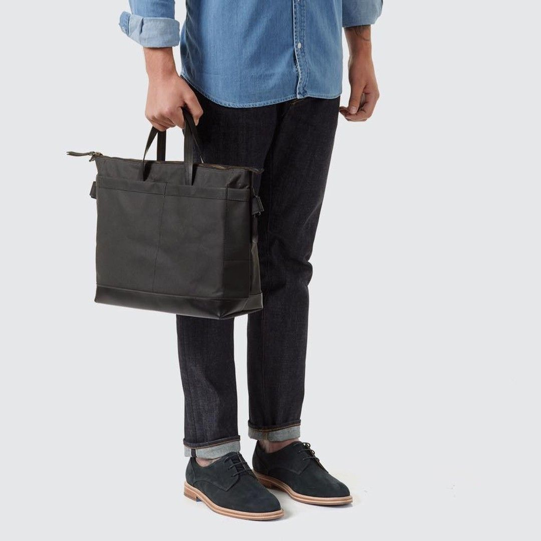 Tailfeather handcrafts each product in the Bellarine Peninsula. Their Hawk Owl Briefcase in all black is a spacious work bag that can be held by the handles or with a shoulder strap. Finished with a 1