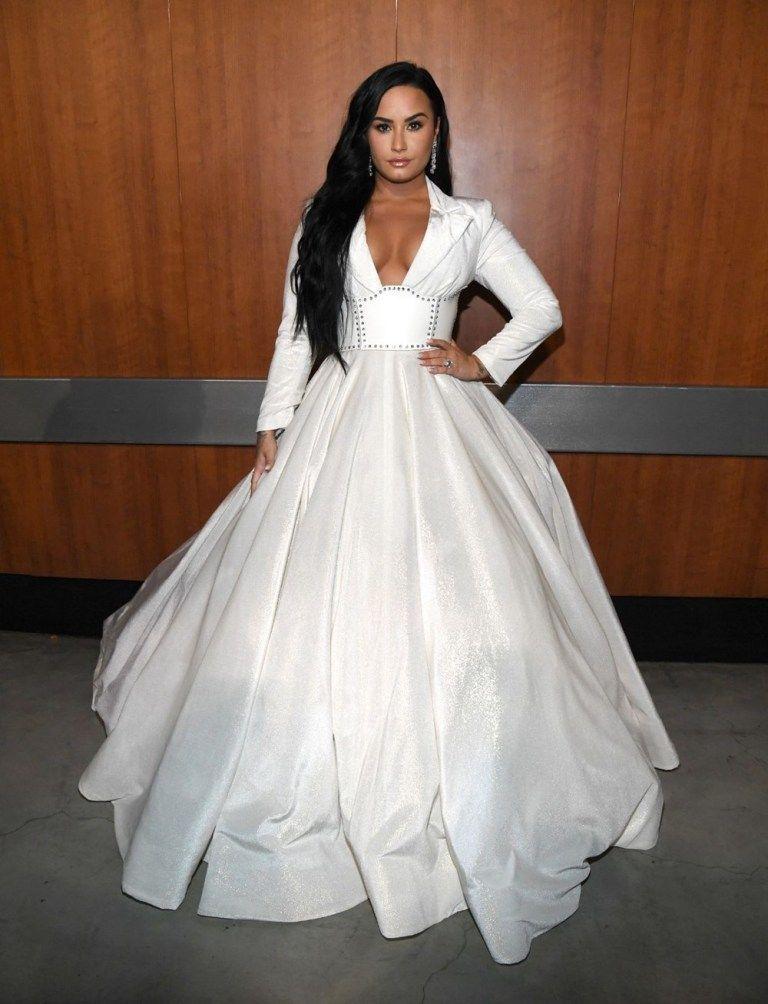 Red Carpet Chic At The 2020 Grammy Awards Iconic Fashion In 2020 Demi Lovato Style Demi Lovato Pictures Demi Lovato Body