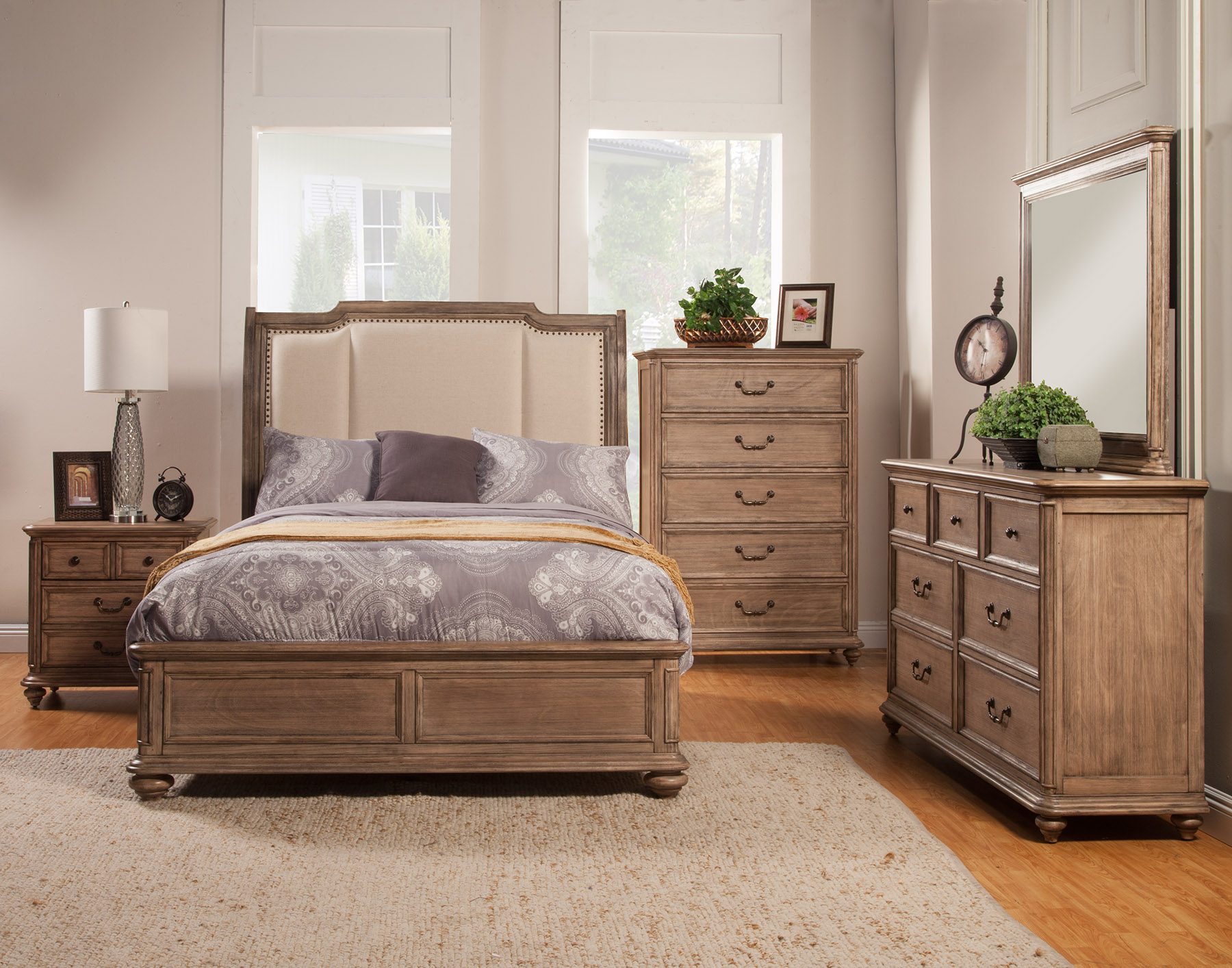 Melbourne Queen Sleigh Bed w/ Upholstered Headboard