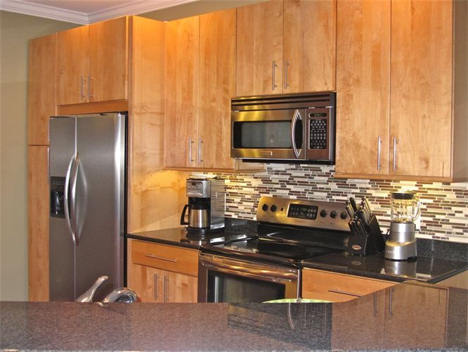 granite countertops with natural maple cabinets - Google ... on Kitchen Backsplash With Maple Cabinets  id=54442