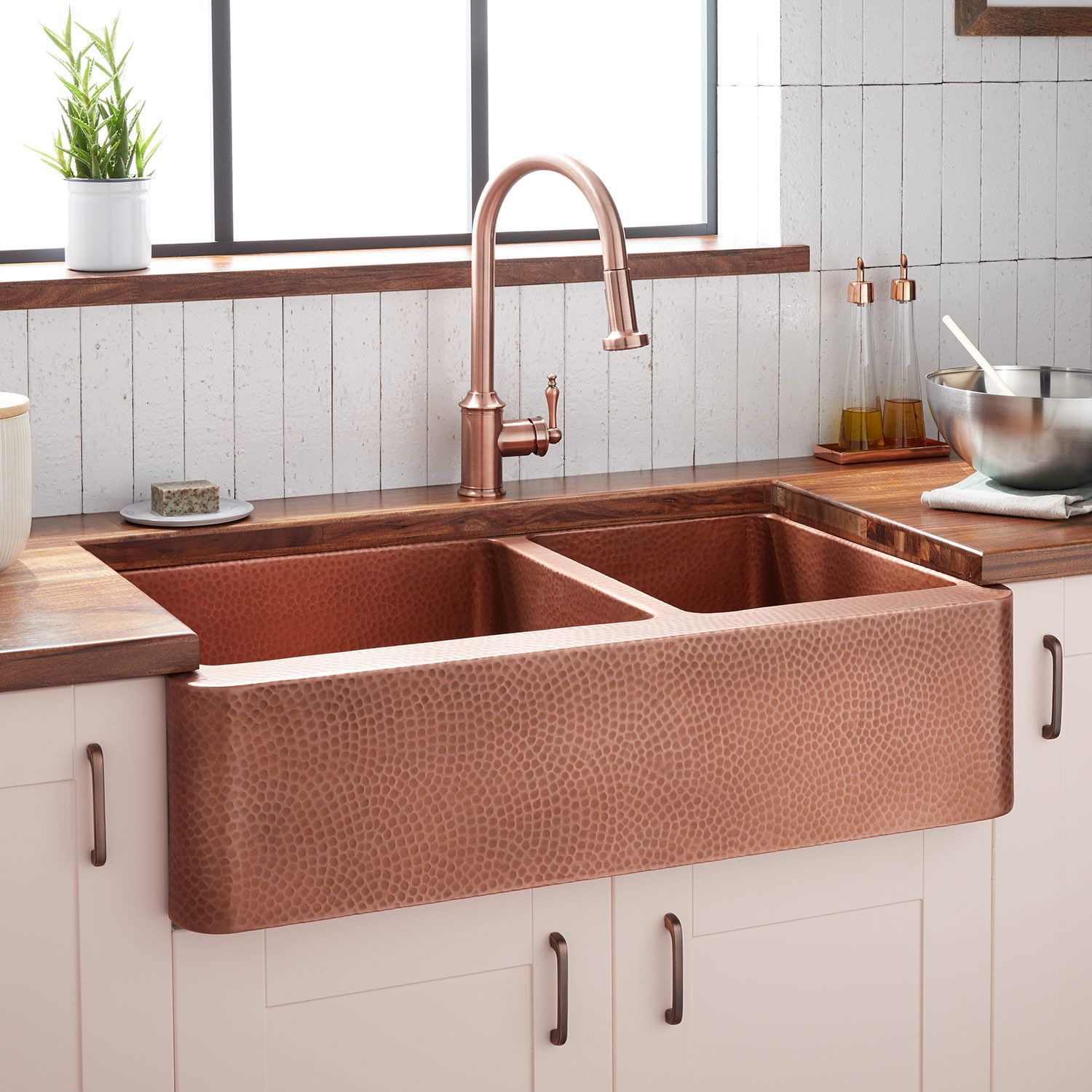 36 Tegan 70 30 Offset Double Bowl Hammered Copper Farmhouse Sink Farmhouse Sinks Kitchen In 2020 Copper Kitchen Sink Copper Farmhouse Sinks Farmhouse Sink Kitchen