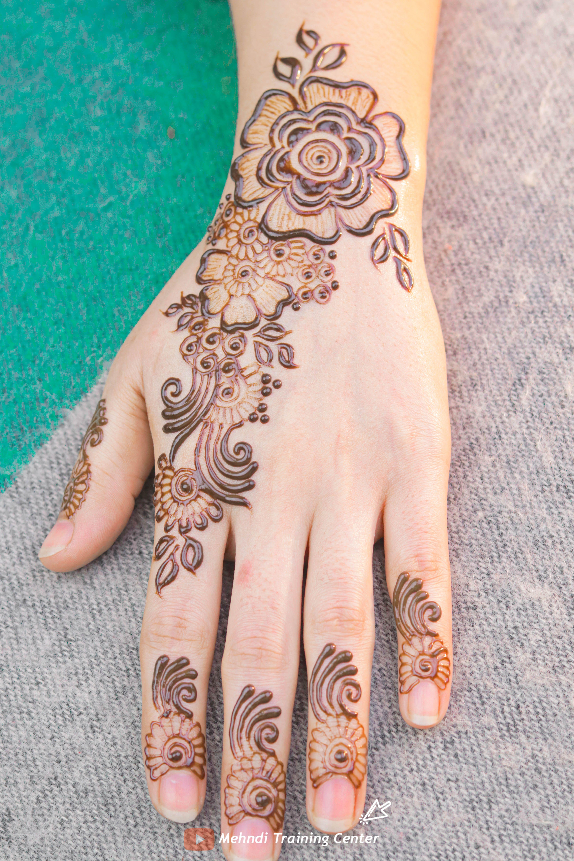 نقش الحناء الخليجي نقش الحناء المغربي بالابرة سهل للمبتدئين نقش الحناء نقش الحناء للمبتدئات Short Mehndi Designs Mehndi Patterns Henna Designs