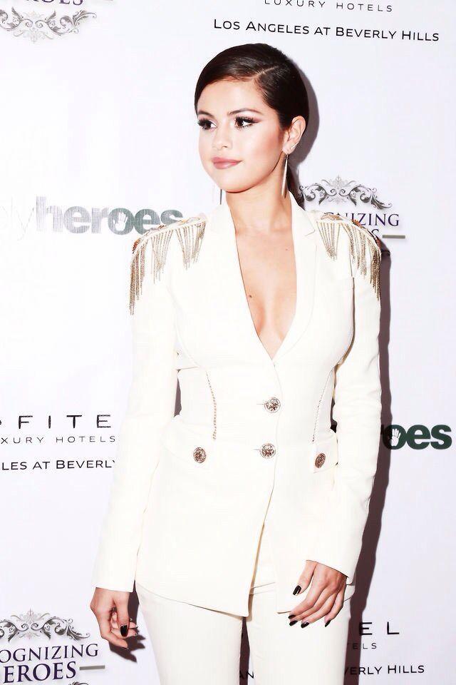 Pin von Beata Aigner-kozakova auf Selena Gomez