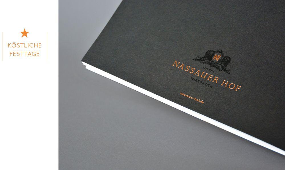 Corporate Design Mit Charakter Logo Prägung Auf Broschüren