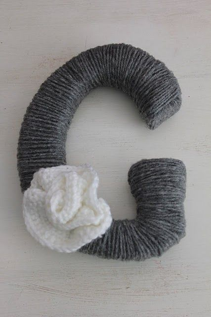 ive made a few yarn wreaths but i LOVE the idea of doing a letter!!