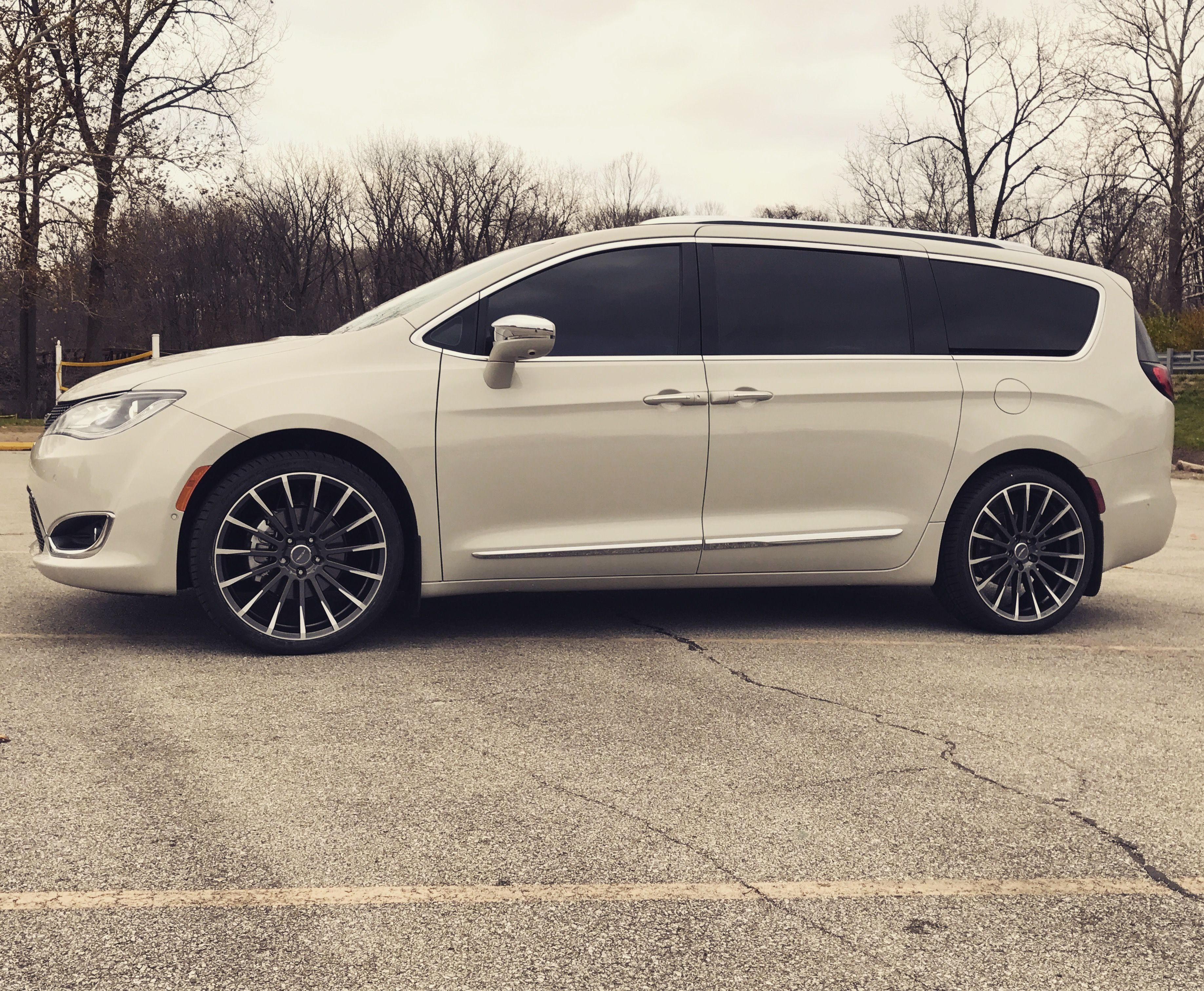 2017 Chrysler Pacifica Limited On 22 Ace Alloy Devotion