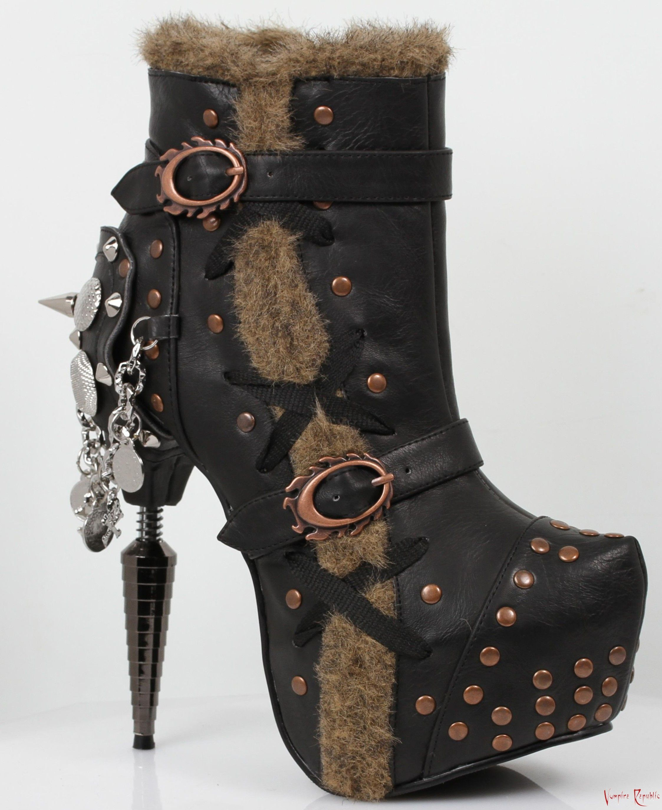 bottines steampunk talon métallique, lacet et rivets griffin
