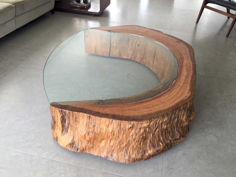 kaffee tisch aus einem baumstamm und einer glasplatte. Black Bedroom Furniture Sets. Home Design Ideas