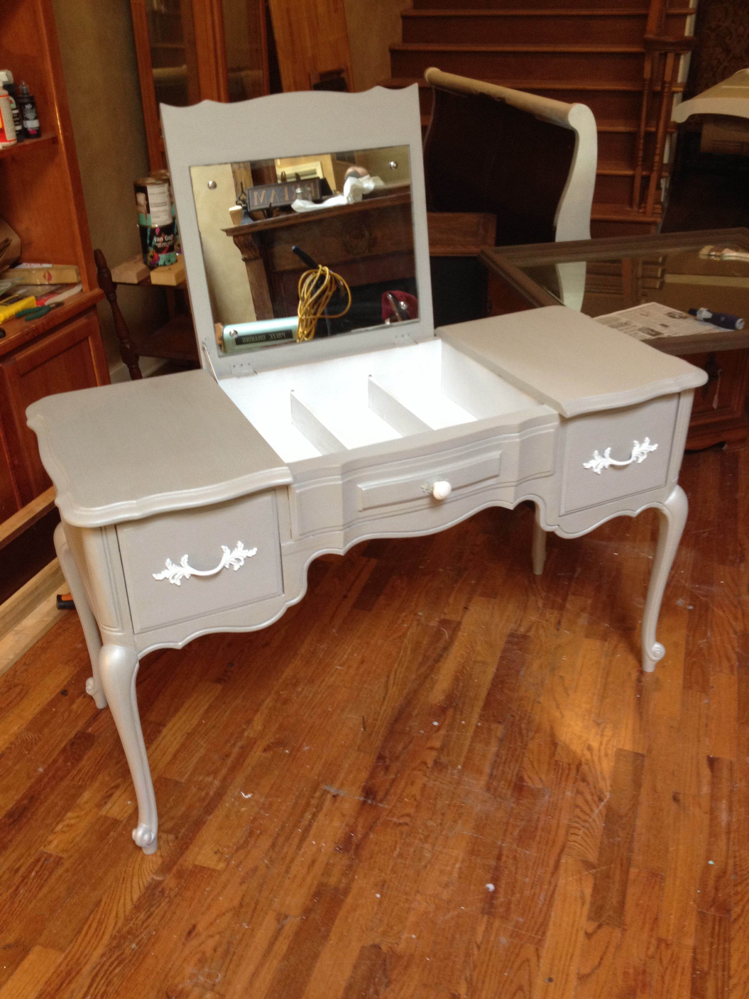Cosmetic Table For Sale Chivalry And Les Great Bones In This Thomasville Dressing