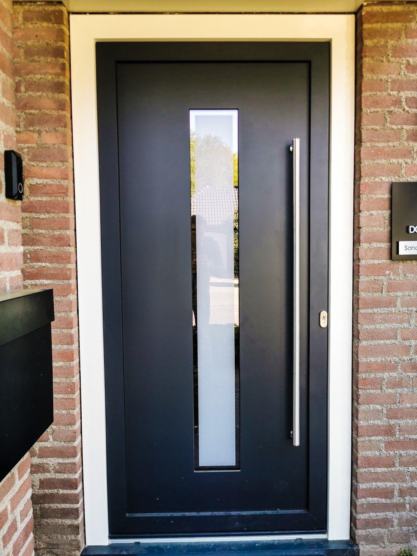 Voordeur aluminium buitenzijde en kunststof binnenzijde. MAT…