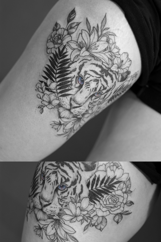 Tatuaz Lew I Kwiaty Delikatny Tatuaz Na Nodze Tattoos Animal Tattoo