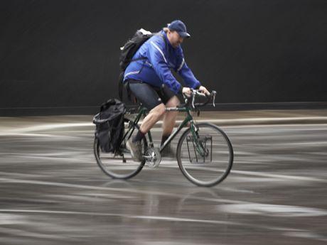 7 Tips For Braking In The Rain Rain Bike Clothes Road Cycling