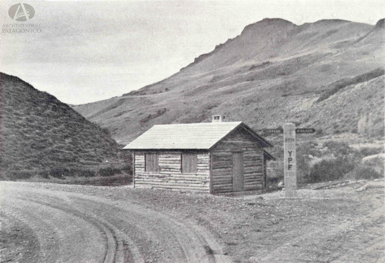 Indicador de caminos, Desvío Villa La Angostura/Correntoso/San Martín de los Andes y Cerro Carmen Villegas, Antiguo Puente del Río Limay ( Anales de la Dirección de Parques Nacionales, Año 1945)