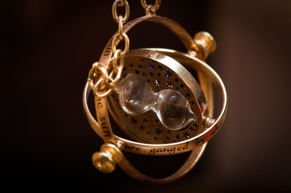 I want Hermione's time turner. I really, really, rrreeaallllyy want it. :)