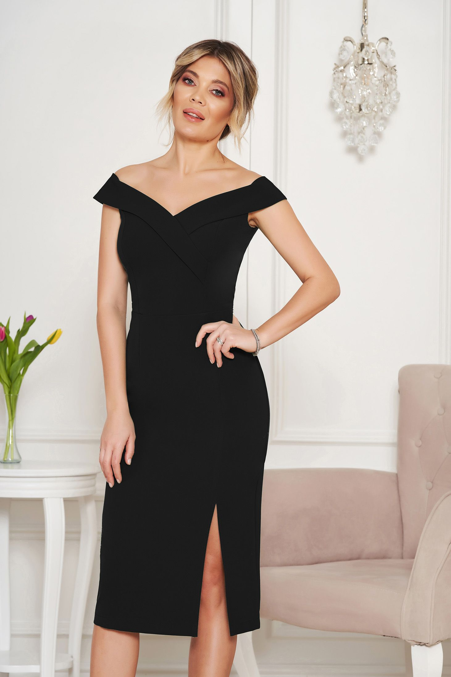 3a833e9502 StarShinerS black occasional dress with tented cut with v-neckline on the  shoulders, inside