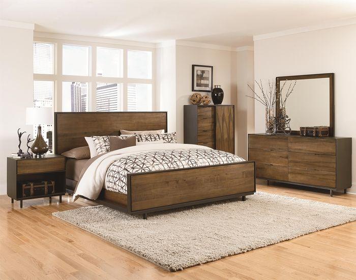 Massivholzbett für guten Schlaf, gemütliches Schlafzimmer mit ...