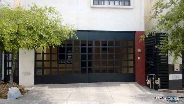 Puerta de garaje a cuadros grandes de fierro portones - Puertas para garage ...