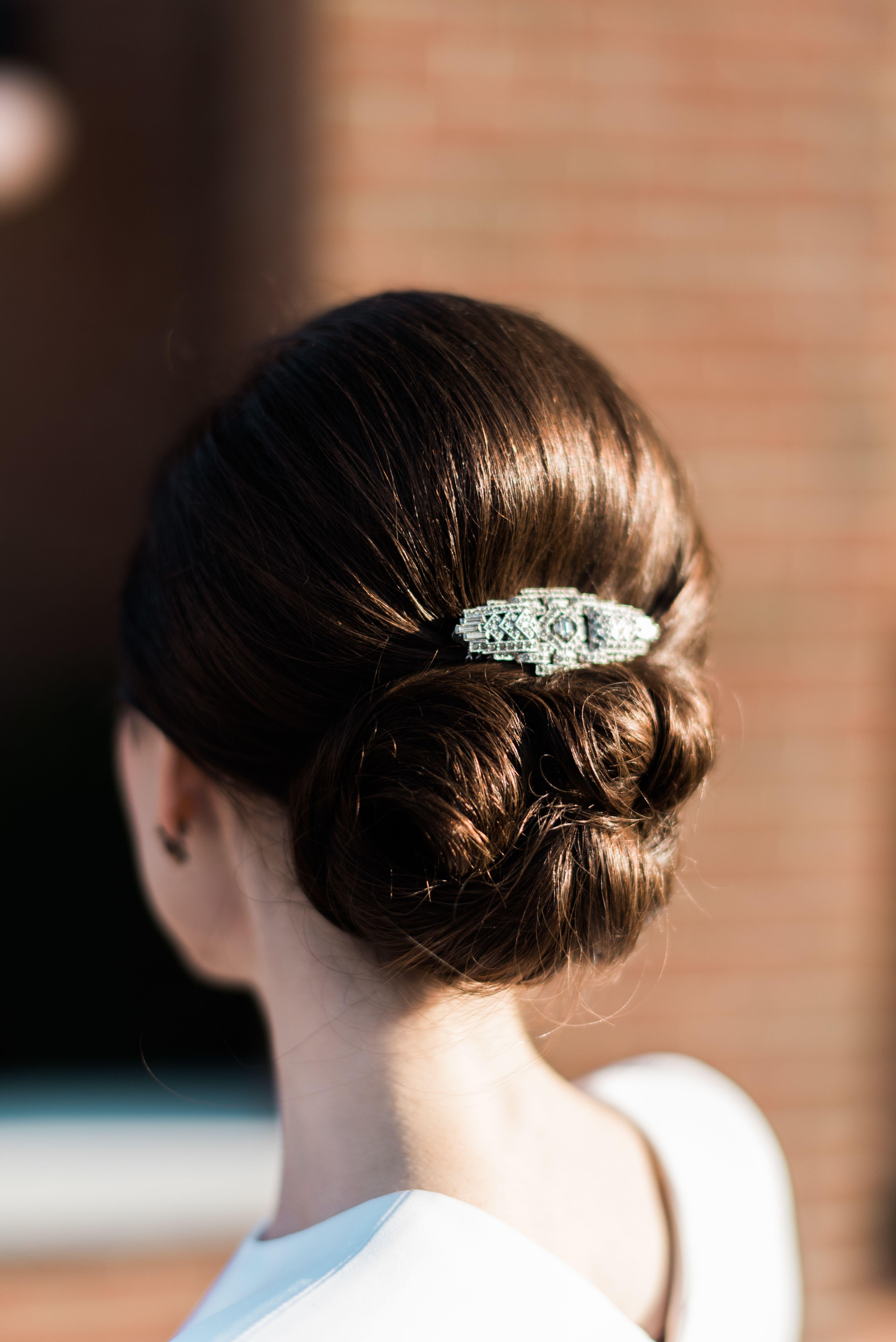 elegant vintage-inspired hair clip   m&b wedding inspiration